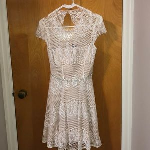 City triangles White Lace Dress